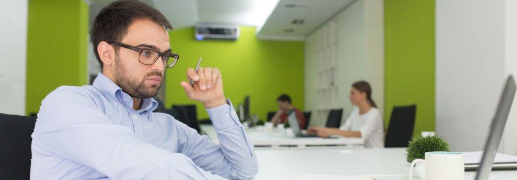 בחינת יעילות העובדים בעסק